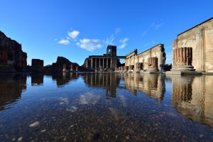 pompeii-reflection-in-water-italy